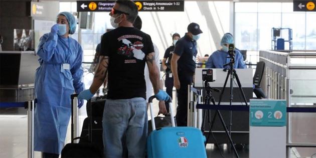 5 Kıbrıslı Türk Baf Havalimanı'nda sigara kaçakçılığından tutuklandı