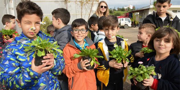 Özel Eğitim Merkezi çocukları, LTB Fidanlığı'nı ziyaret etti