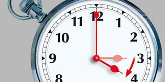 Pazar günü saatler bir saat ileri alınacak
