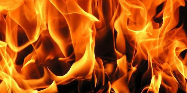 Gazimağusa'da fırtına yangına neden oldu