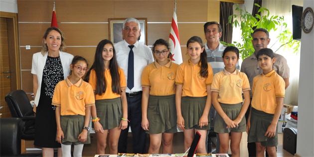 Özçınar Kurtuluş İlkokulu Atletizm Kız Takımı'nı kabul etti