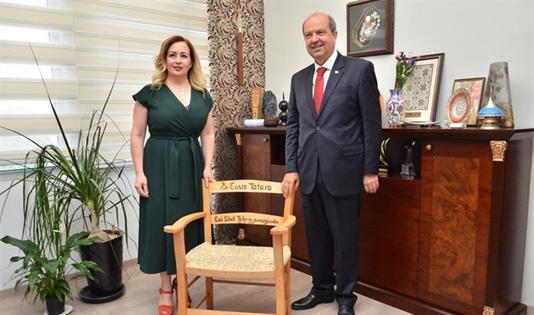 Eşi Sibel Tatar, Başbakan'ı tebrik etti