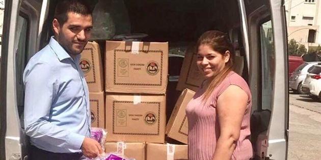 Engelliler Dayanışma Derneği kendilerine ulaştırılan yardım paketlerini ihtiyaçlı ailelere dağıtmaya devam ediyor