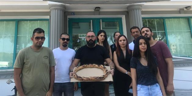 Bağımsızlık Yolu'ndan simitli asgari ücret protestosu
