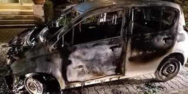 Araç yanıcı madde dökülerek yakıldı