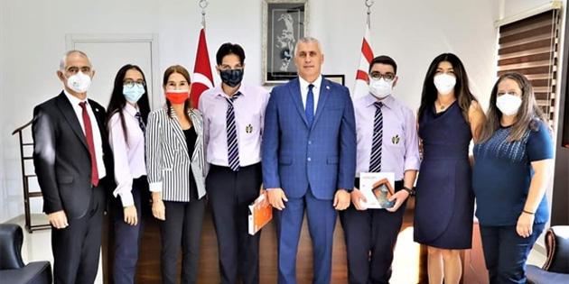 Eğitim Bakanı, TÜBİTAK Bilim Olimpiyatlarında derece elde eden 20 Temmuz Fen Lisesi öğrencilerini kabul etti