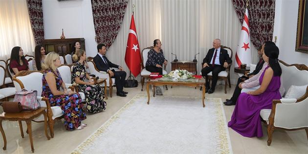 'XXI. Türksoy Opera Günleri' kapsamında KKTC'ye gelen opera sanatçılarını kabul etti