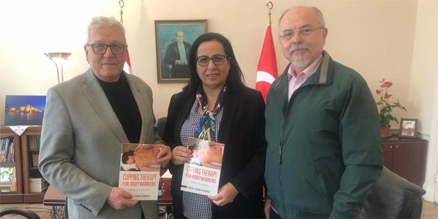 Çirali KKTC Londra Temsilciliği'ni ziyaret ederek son kitabini hediye etti