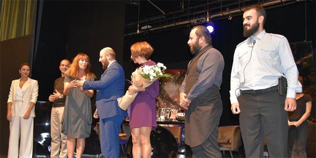 """16. Kıbrıs Tiyatro Festivali, """"Göçmenleeeer"""" oyunu ile sona erecek"""