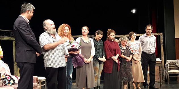 Lefko�a belediye tiyatrosu 'ev' oyununu Adana'da sahneledi