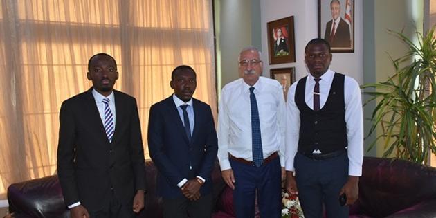 Girne Belediye Başkanı Güngördü, Afrikalı öğrencilerin sorunlarını dinledi