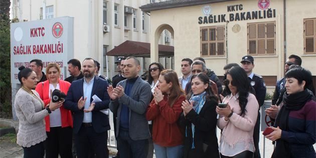 """KTAMS """"Hukuksuzluğa, haksızlığa ve adaletsizliğe dur de"""" sloganı ile eylem yaptı"""