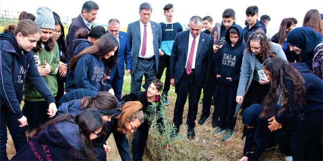 Milli Eğitim ve Kültür Bakanı Çavuşoğlu, Hala Sultan İlahiyat Koleji'nde fidan dikti