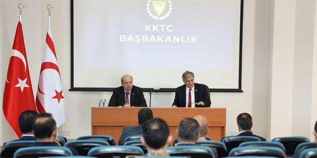 Başbakan Tatar, Sağlık Bakanı Pilli, Başbakanlık Bilik Kurulu üyeleri, Sivil Savunma Teşkilat Başkanlığı yetkilileri ve diğer ilgili paydaşlarla toplantı yaptı