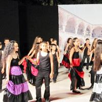 Lefkoşa'da halk dansları şöleni