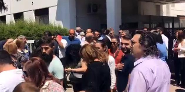 CTP'LİLER MECLİS'TE HÜKÜMETİ PROTESTO EDİYOR