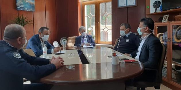 Pilli, Lapta Belediyesi'nde alınan tedbirlerle ilgili toplantı gerçekleştirdi