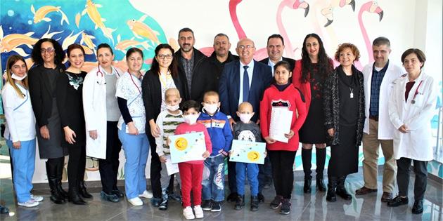 Çocuk onkoloji servisi'nde tedavi gören öğrenciler de karnelerini aldı