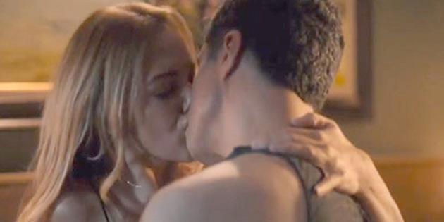 Özcan Deniz'in sevgilisi öpüşme sahnelerine çıldırdı