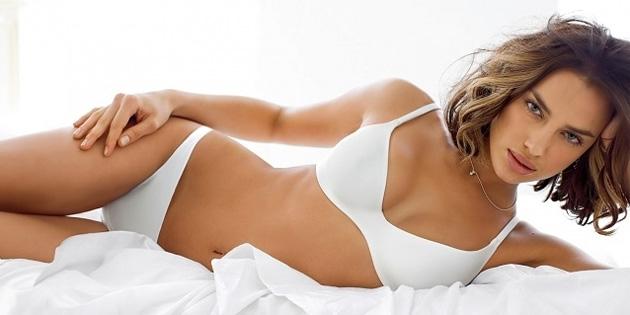 Irina Shayk'dan iç çamaşırlı poz