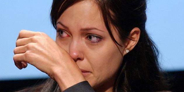Angelina Jolie ve Brad Pitt'in bo�anma dosyas� bas�na s�zd�!