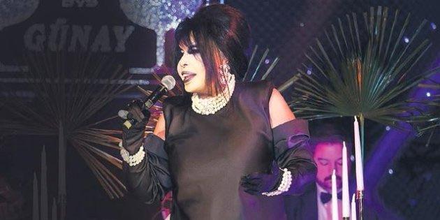 Bülent Ersoy, Konserinde Şarkısını Bölen Kadına Mikrofonla Vurdu