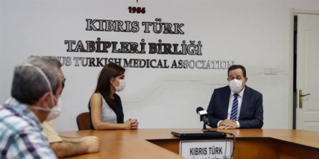 Denktaş, Kıbrıs Türk Tabibler Birliği'ni ziyaret etti