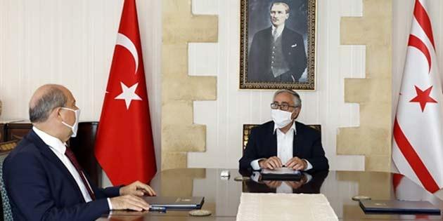 Akıncı ile Başbakan Tatar sınır kapılarının açılması konusunu görüşmek üzere bir araya geldi