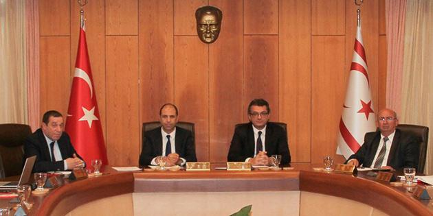 Yeni hükümetin ilk bakanlar kurulu toplantısı başladı