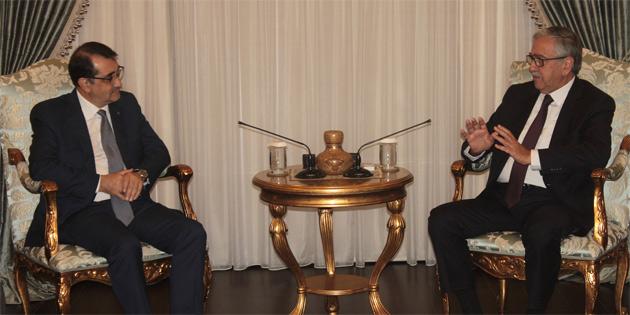 Akıncı Türkiye Enerji ve Tabii Kaynaklar Bakanı Dönmez'i kabul etti