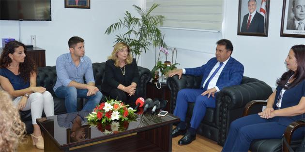 Bakan Saner, Kıbrıs Türk Eczacılar Birliği temsilcileriyle görüştü