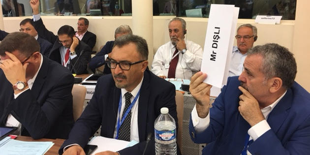 Paris'te AKPM'nin komite toplantılarına katıldılar