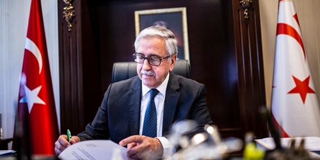 Akıncı yeniden parti Genel Başkanlığına seçilen Erhürman'ı tebrik etti