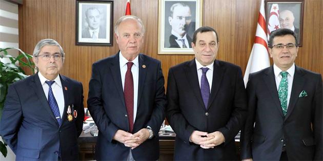 Başbakan Yardımcısı Denktaş muharip gazileri kabul etti