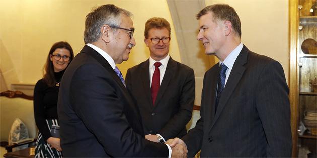 Akıncı, İngiltere Dışişleri Bakanlığı Siyasi İşler Genel Müdürü Moore ile görüştü