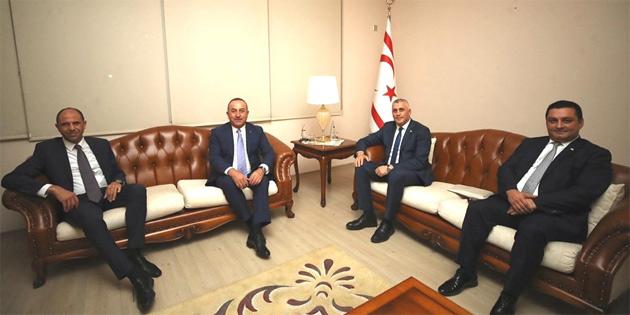 Maliye Bakanı Amcaoğlu, TC dışişleri Bakanı Çavuşoğlu ile bir araya geldi
