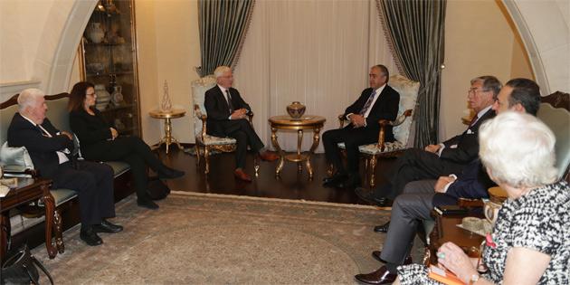 Cumhurbaşkanı Mustafa Akıncı İngiltere dostluk grubu üyelerini kabul etti