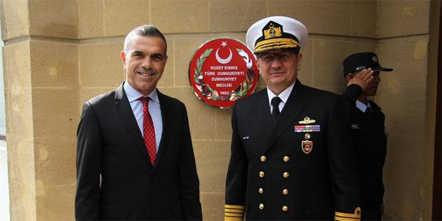 Meclis Başkanı Uluçay Oramiral Özbal'ı kabul etti