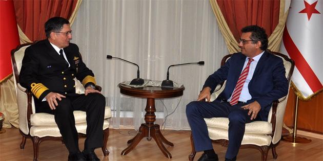 Başbakan Erhürman, Deniz Kuvvetleri Komutanı Oramiral Özbal'ı kabul etti