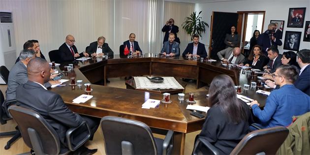 Dışişleri Bakanı Özersay yabancı gazeteci heyetini kabul etti