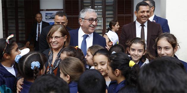 Cumhurbaşkanı Akıncı, Alsancak İlkokulu'nu ziyaret etti