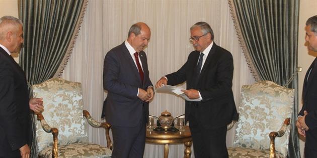 Cumhurbaşkanı Akıncı, hükümet kurma görevini Tatar'a verdi
