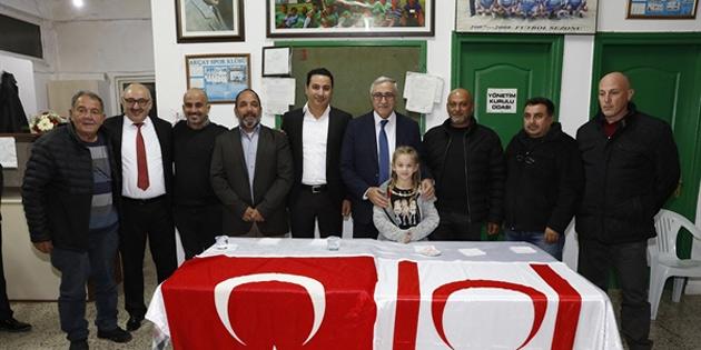 Cumhurbaşkanı Akıncı, Akçay'da vatandaşlarla sohbet etti