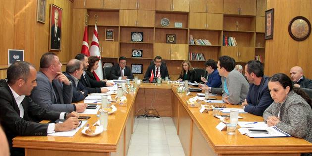 Başbakan Erhürman sendikalarla kamu reformunu görüşüyor