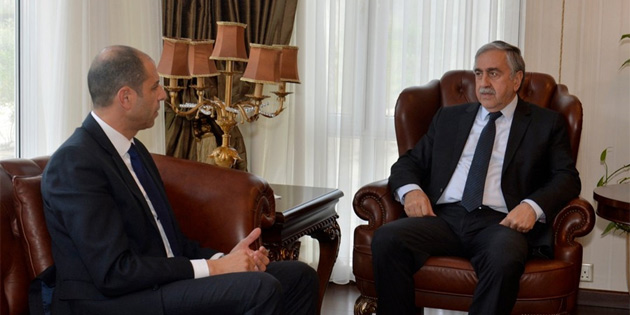 Özersay, Ankara ziyareti öncesi Akıncı ile görüştü