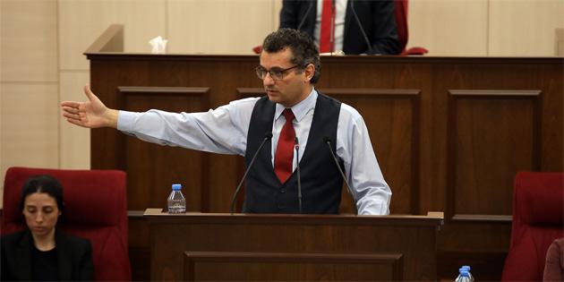 Erhürman trafik kurallarının herkes için geçerli olduğunu, milletvekili dokunulmazlığıyla ilgisi bulunmadığını söyledi