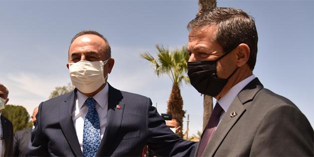 Dışişleri Bakanı Ertuğruloğlu, Türkiye Dışişleri Bakanı Çavuşoğlu ile bir araya geldi