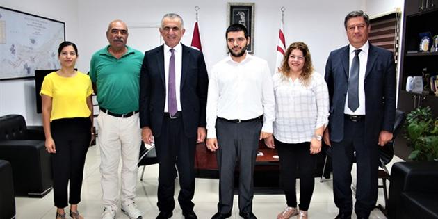 Milli Eğitim ve Kültür Bakanı Çavuşoğlu, Engelliler Dayanışma Derneği'ni kabul etti
