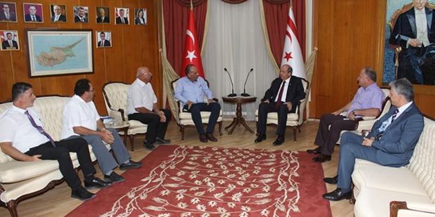 Muratağa, Atlılar, Sandallar Şehitlerini Yaşatma Derneği ile Şehit Aileleri ve Malul Gaziler Derneği heyeti Başbakan Tatar'ı ziyaret etti