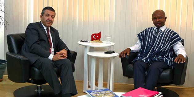Ertuğruloğlu, İngiltere Türk Toplumu Futbol Federasyonu  heyetini kabul etti